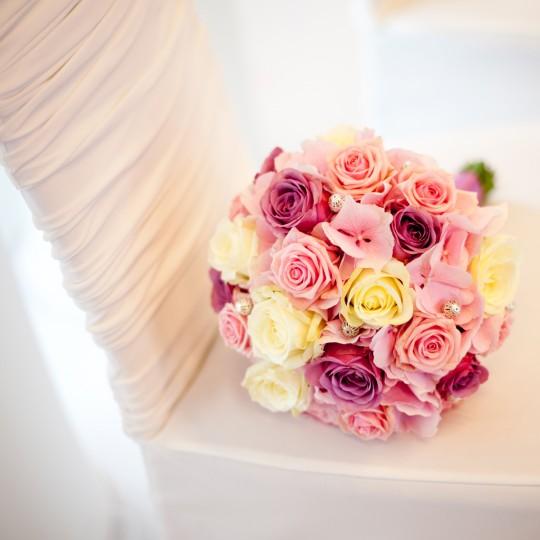 Brautstrauß in kugelform